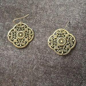 Jewelry - Vintage Gold Dangle Earrings